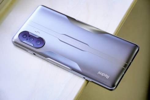 Игровой смартфон Redmi сразу же стал бестселлером: продано 100 000 телефонов за минуту
