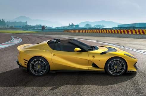 Ferrari рассекретила два суперкара с мощнейшим V12