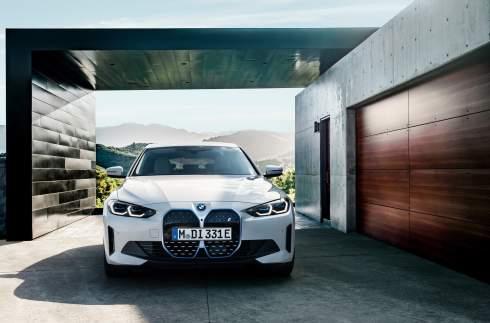 BMW раскрыла характеристики и цены электрического i4