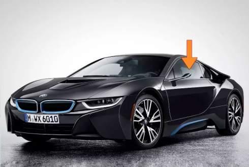 Новые BMW получат проекторы вместо традиционных зеркал заднего вида. Они будут проецировать информацию на боковые стекла автомобилей