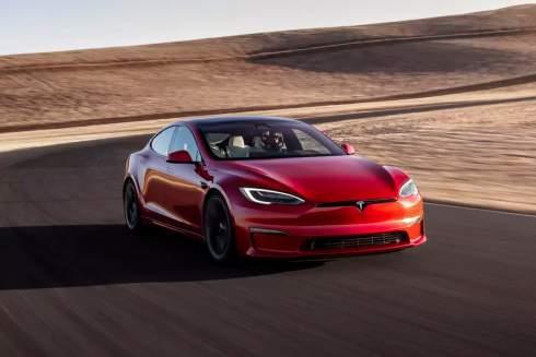 Tesla представила быстрейший электрокар в мире