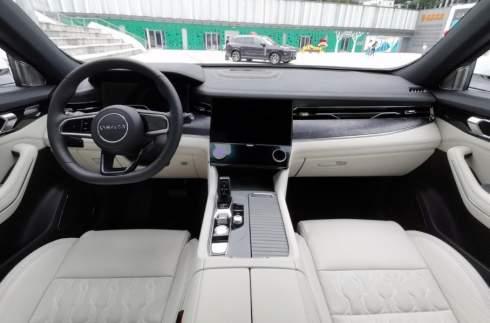 Представлен большой китайский кроссовер на базе Volvo XC90