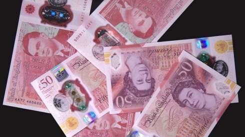 Великобритания выведет из обращения бумажные 20 и 50 фунтов с октября 2022 года