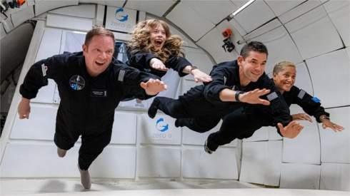 SpaceX впервые в истории отправила в космос полностью коммерческий экипаж